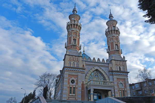 Die Moschee liegt direkt am Terek