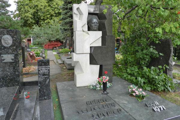 Neujungfrauenfriedhof: Grabmal von Nikita Chruschtschow