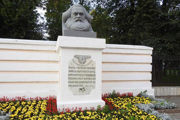 Marx-Büste im Zentrum