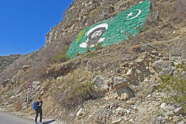 Monumentalgemälde am Berg für Imam Schamil
