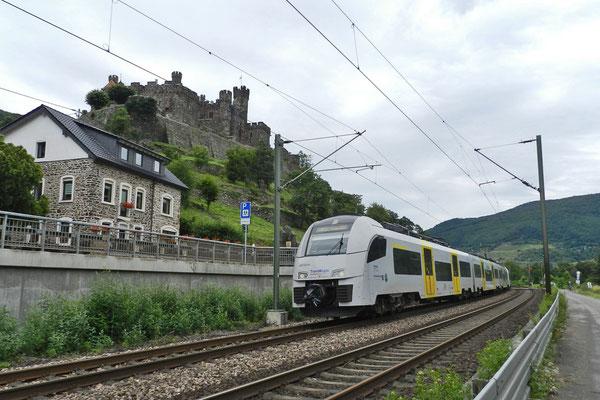 Электричка мчится по Рейнской долине