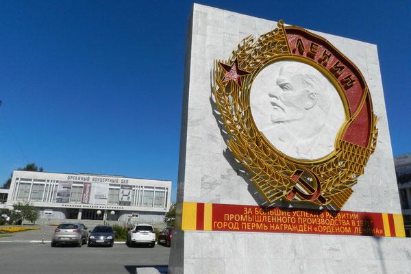 Der Lenin-Orden, den Perm einst erhielt, ist frisch gestrichen.