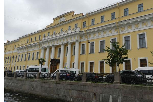 Im Jussupow-Palast ermordeten Verschwörer den Wandermönch Rasputin.