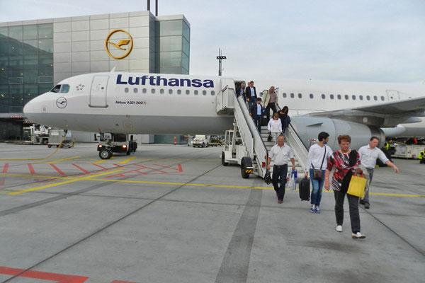 Der Lufthansa-Airbus aus Moskau ist sicher gelandet.