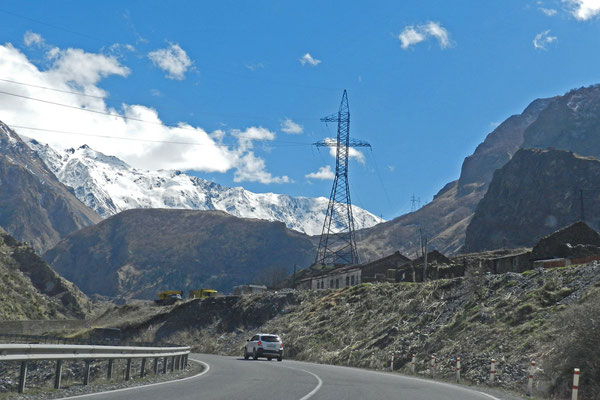 Vor dem Grenzübergang wird das Tal des Terek immer enger.