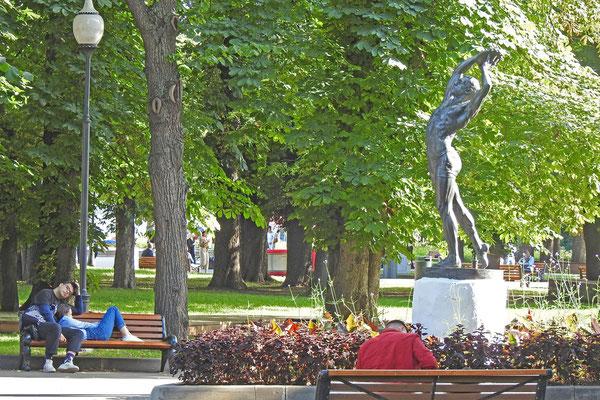 Der Gorki-Park ist eine grüne Oase inmitten der Stadt