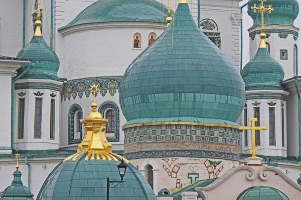Die Kuppeln der Konstantin-und-Helena-Kirche
