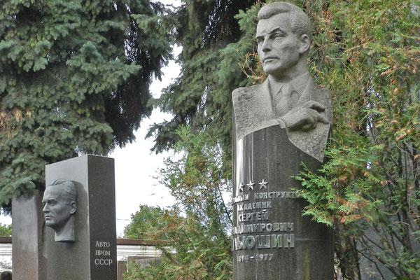 Neujungfrauenfriedhof: Grabmal des Flugzeugkonstrukteurs Sergej Iljuschin