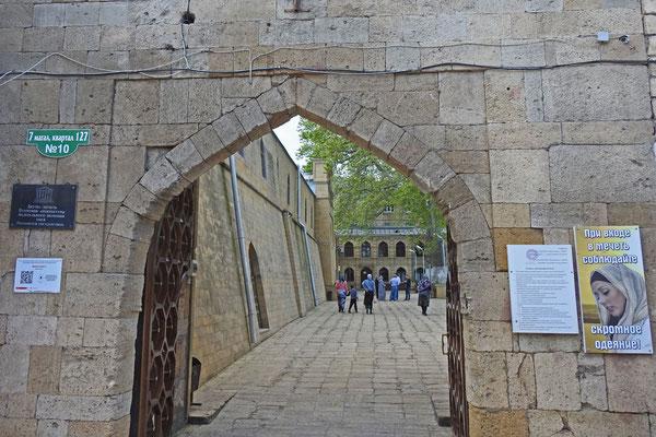 Blick in den Innenhof der Dschuma-Moschee