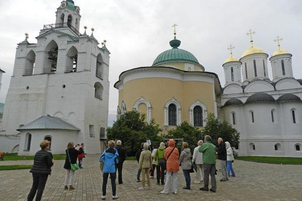 Reisegruppe aus Deutschland auf einer Führung durch Jaroslawl