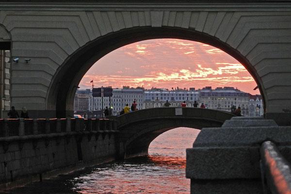 Sonnenuntergang an der Eremitage-Brücke