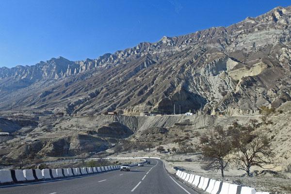 Straße im gebirgigen Teil von Dagestan