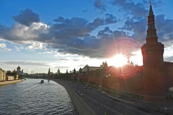 Bilck auf den Moskauer Kreml von der Großen Moskwa-Brücke