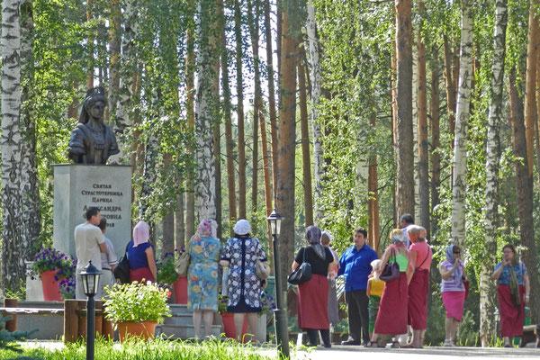 Im Wald von Ganina Jama, wo die Leichen verbrannt wurden, wurde ein Klosterkomplex erbaut.