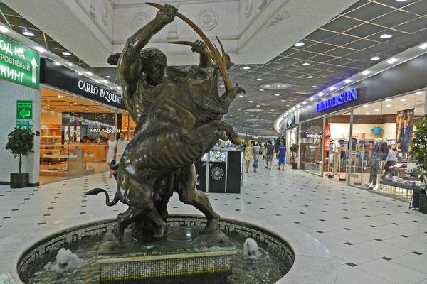 Ein heldenhafter Herakles schmückt eine Jekaterinburger Einkaufspassage