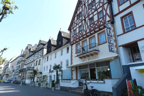 Дома на набережной Рейна