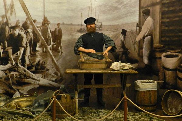 Der Kaviar-Laden in Astrachan zeigt Szenen aus dem Leben der Fischer.