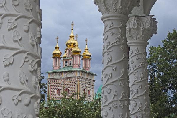 Blick auf die Johannes-der-Täufer-Kirche