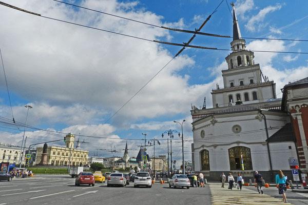Der Turm des Kasaner Bahnhofs erinnert an den Kreml der Tataren-Hauptstadt.