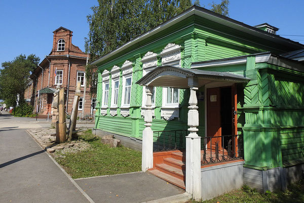 Auch das Schulamt des Landkreises Totma hat seinen Sitz in einem Holzhaus