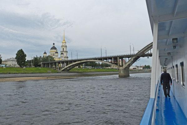 Die Kaufmannsstadt Rybinsk wird ohne Zwischenstopp passiert.
