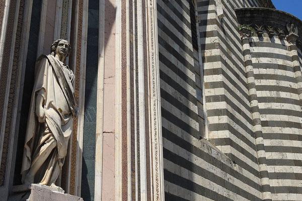 Außenfassade des Doms von Orvieto