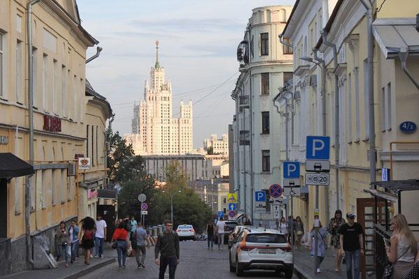 Blick auf das Wohnhochhaus am Taganka-Platz