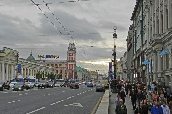 Der rote Turm gehörte einst zur alten Stadtduma.