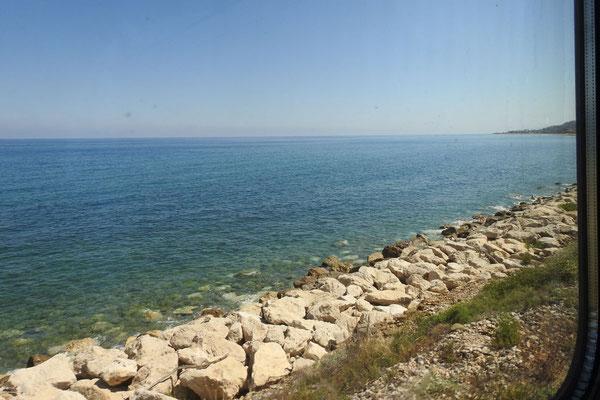 Bahnstrecke nach Palermo direkt an der Küste