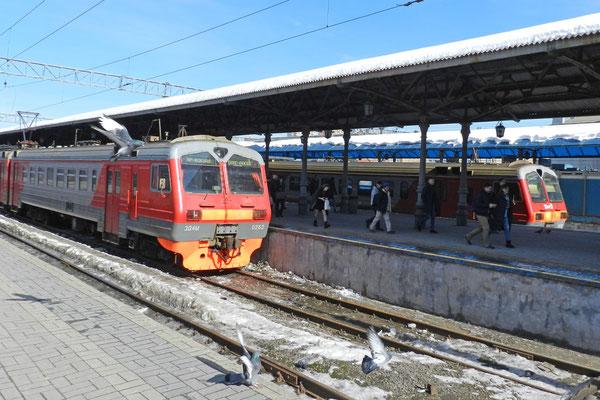 Vorortzüge am Jaroslawler Bahnhof