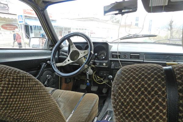 Unser Taxi hat schon bessere Jahrzehnte erlebt...