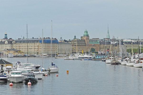 Bei einer Reise von Deutschland nach Russland bietet sich ein Zwischenstopp in Stockholm an