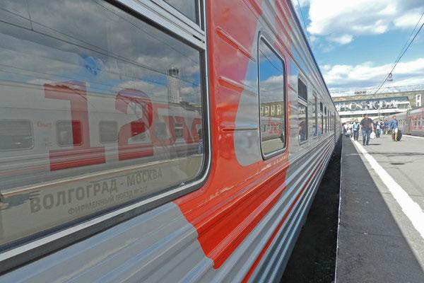 Der Zug Moskau-Wolgograd steht zur Abfahrt bereit.