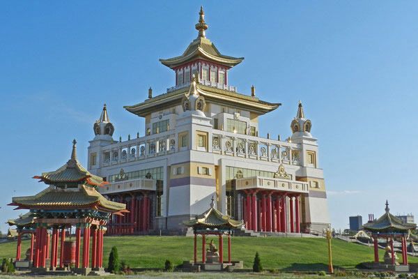 Die Goldene Heimstätte des Buddha Shakyamuni in Elista.