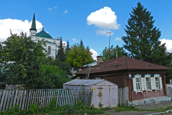 Holzhaus hinter der alten Zentralmoschee