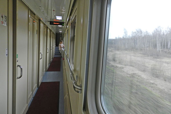 Korridor des neuen Doppelstock-Schlafwagenzugs