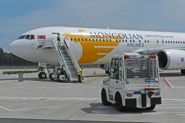 Mit MIAT Mongolian Airlines fliegen wir nach Moskau.