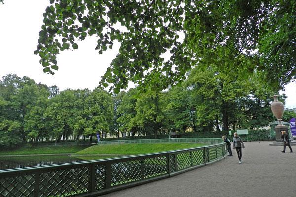 Der Karpfenteich am Südende des Parks