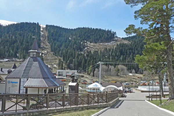 Die Skigebiete von Archys befinden sich etwa fünf Kilometer südwestlich des alten Dorfes.