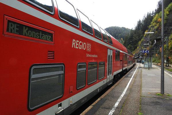 Региональный экспресс на вокзале города Триберг