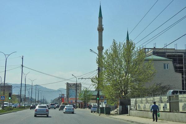 Neue Moschee am Stadtrand von Machatschkala