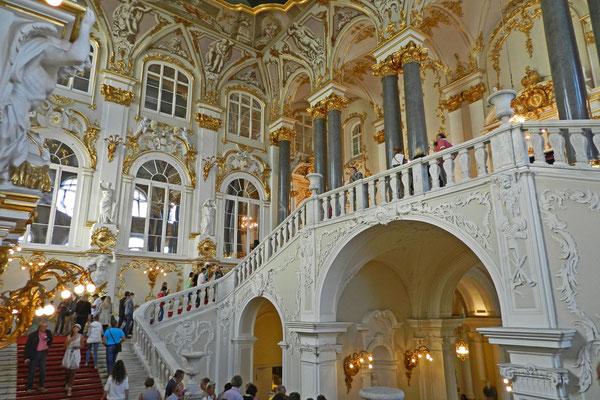 Die Pracht der Zarenresidenz erfreut heute Kunstliebhaber aus aller Welt