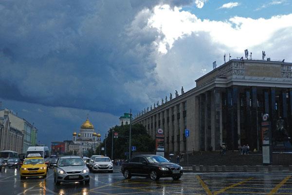 Eben noch Weltuntergang, dann wieder strahlender Sonnenschein - Sommer 2017 in Moskau 2017