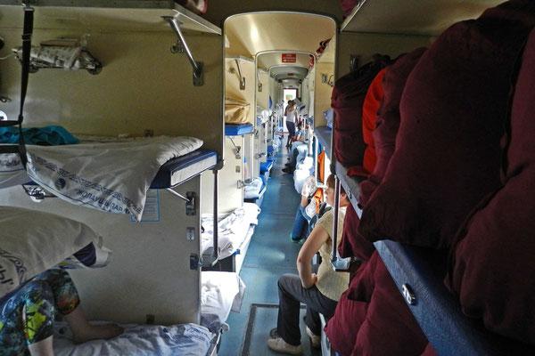 3.-Klasse-Liegewagen des kasachischen Nachtzugs