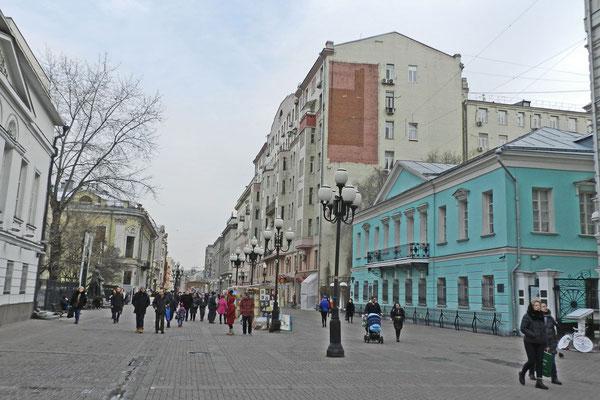 Am Ende der Arbat-Straße, rechts das Museum Puschkin-Haus