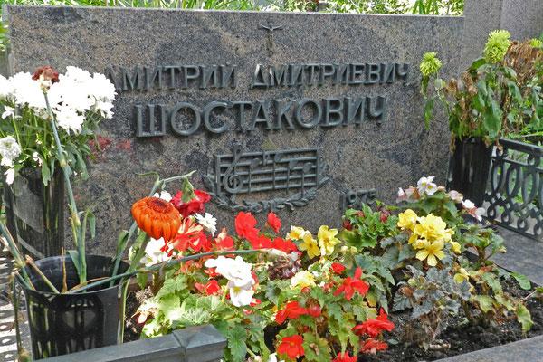 Neujungfrauenfriedhof: Grabmal von Dmitri Schostakowitsch