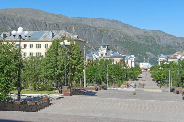 Im Zentrum der Bergbau- und Skisport-Stadt Kirowsk