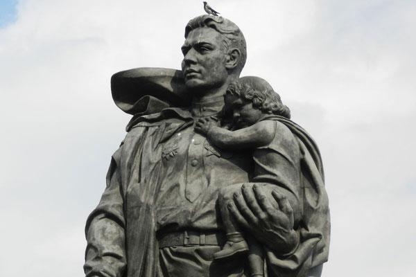 Der Befreier-Soldat im Treptower Park