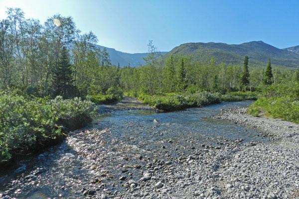 Wanderer müssen etliche Flüsse überqueren.