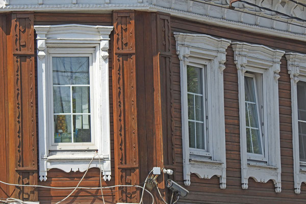 Anblick mit Seltenheitswert - Ein Holzhaus in Moskau